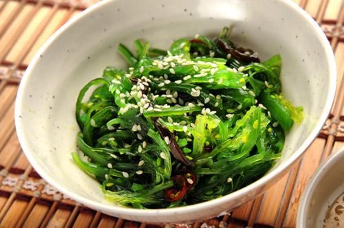 Ensalada de algas y sésamo para equilibrar el pH del cuerpo