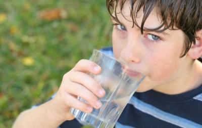 Consumo-de-agua-en-ninos-e1350893629674
