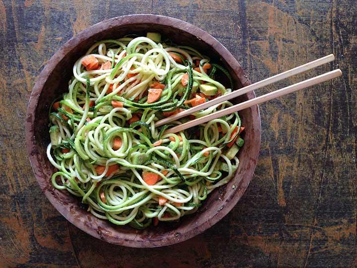 Espaguetis de calabacín. Alimentación limpia. Teoría combinación alimentos