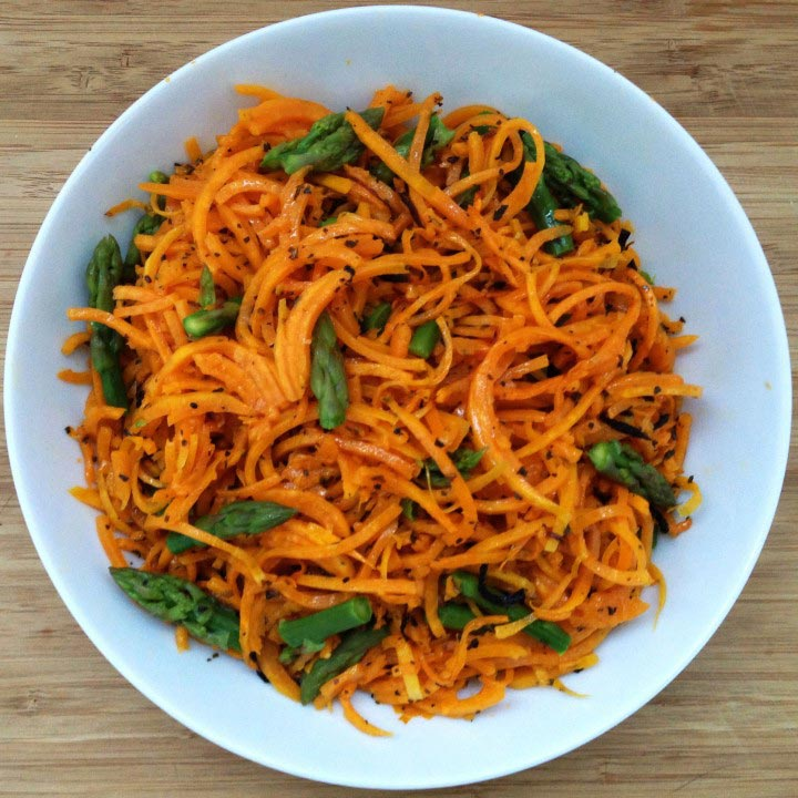 Espaguetis de calabaza con espárragos