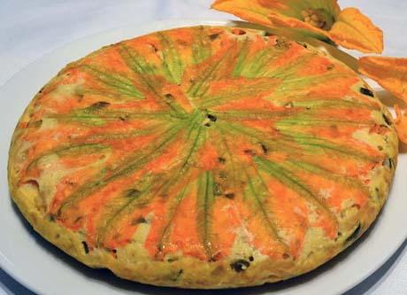 Tortilla de calabacín en flor y cebolleta