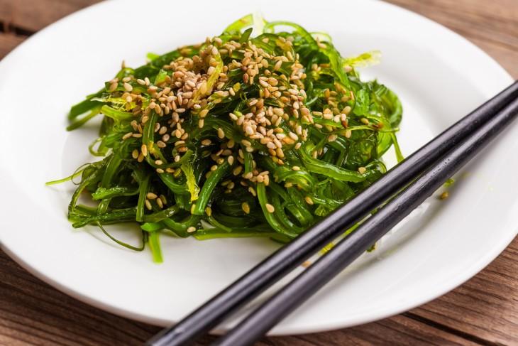 Las propiedades y beneficios del alga wakame