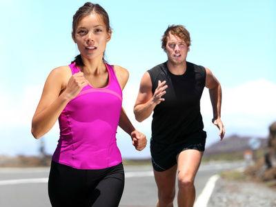 deporte hombre mujer corriendo