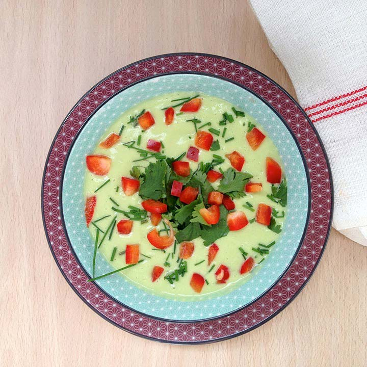 Crema de pepino, aguacate y pimiento rojo