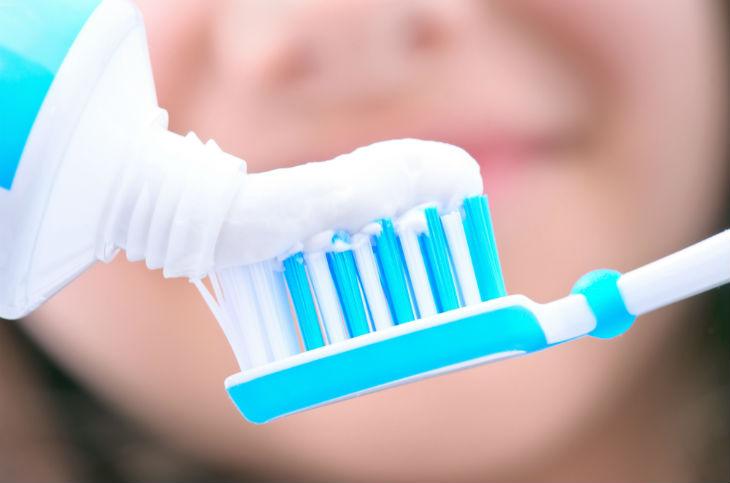 Resultado de imagen de pasta de dientes con fluoruro