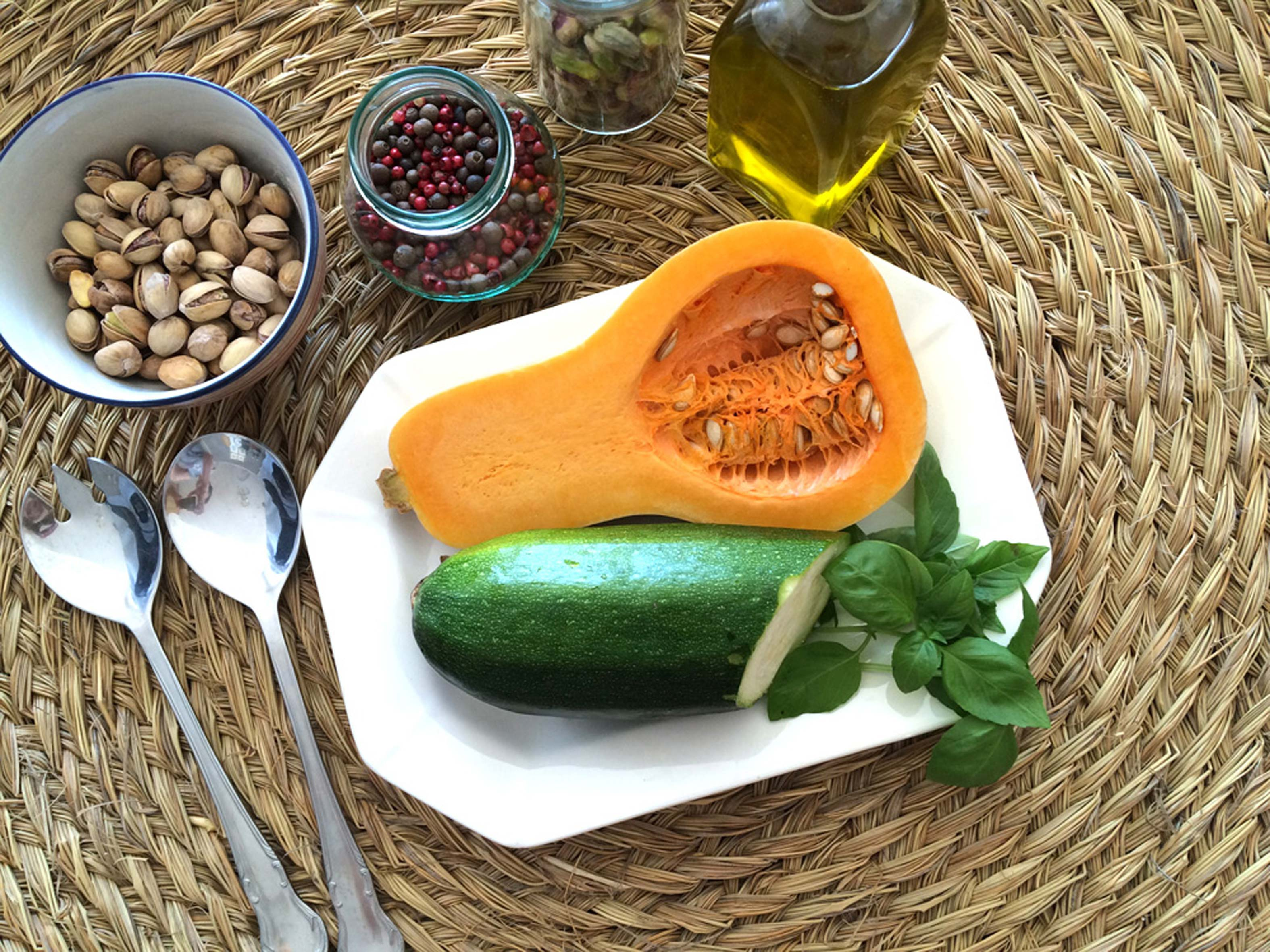 Ingredientes preparados carpaccio con vinagreta de pistachos