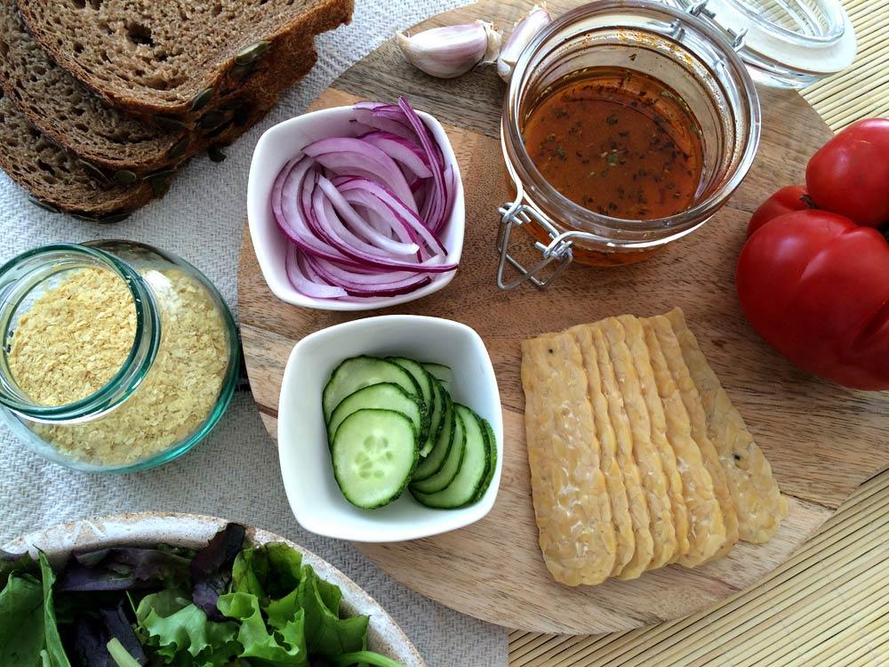 Ingredientes preparados bocadillo bacon cheese vegano