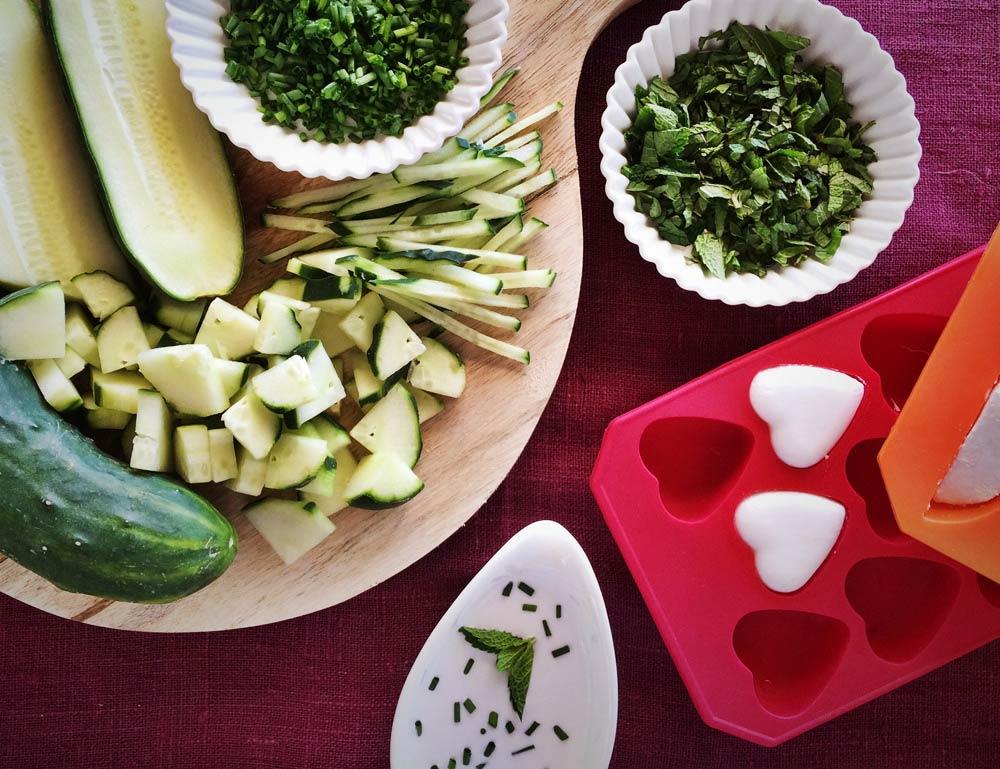 Ingredientes cortados mousse de pepino y menta