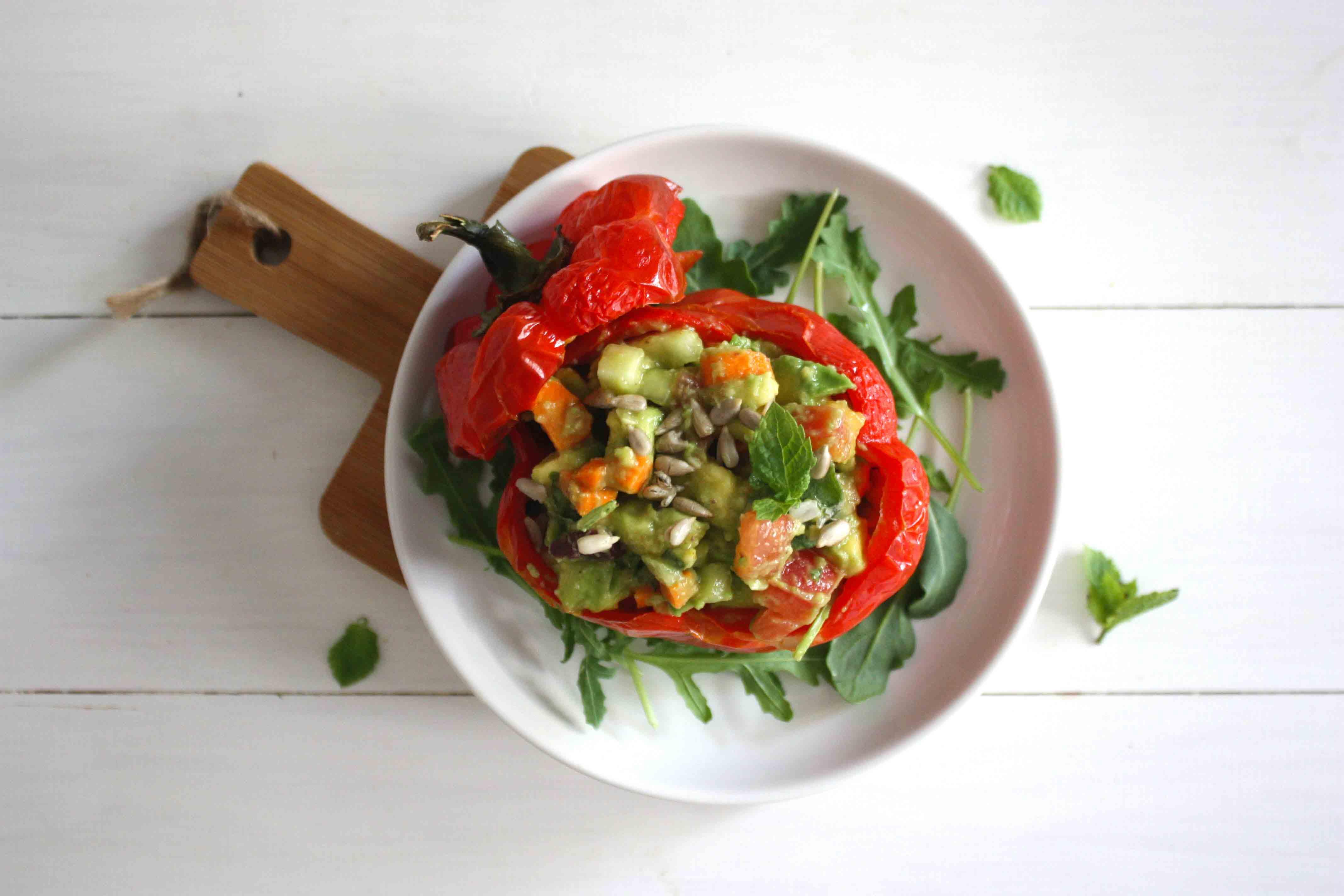 Pimiento relleno de hortalizas al toque de lima y menta