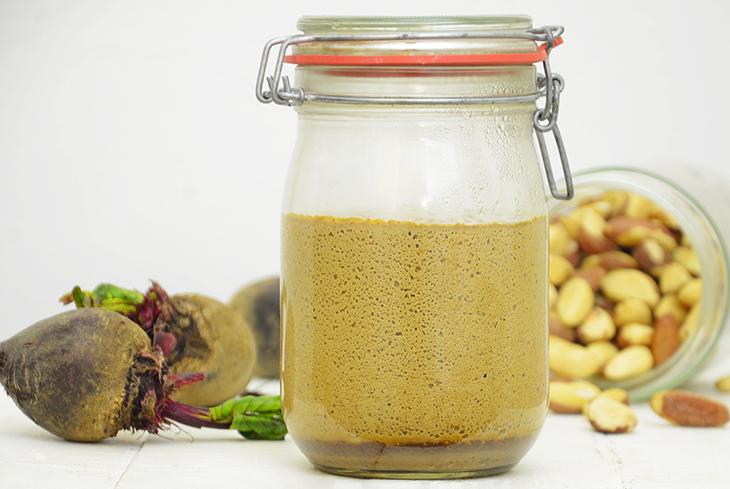 Yogur de nueces de Brasil y remolacha