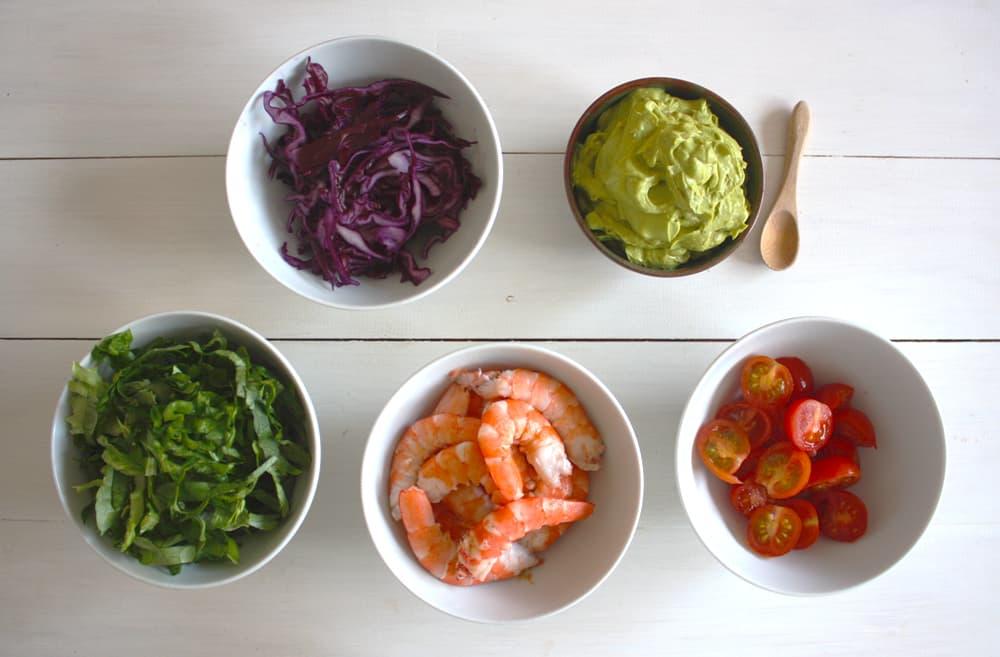 Vegetales, langostinos y salsa de aguacate al curry