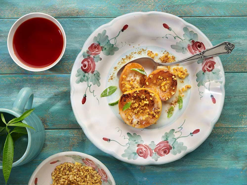 Receta de melocotones o nectarinas asadas con almendras crocante por Adriana Ortemberg