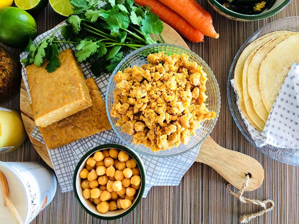 Tacos-tempeh de garbanzos; dulces y picantes en justo equilibrio. ¡Una delicia para tus huesos!