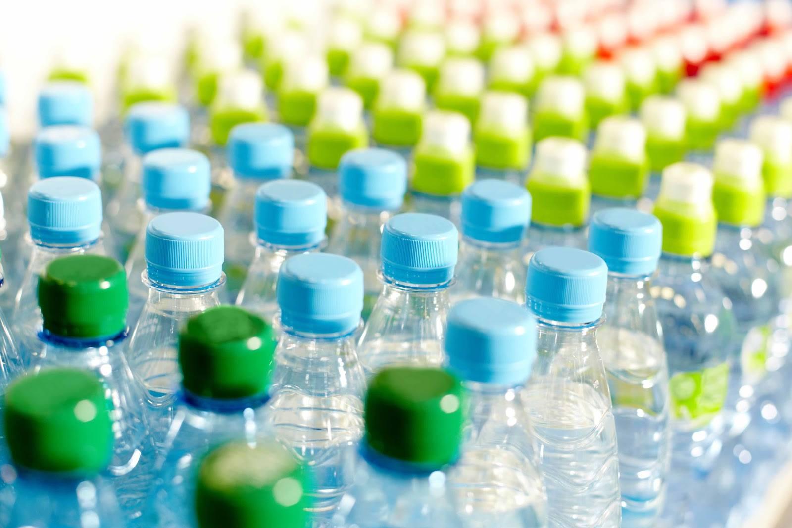 Reutilizar las botellas de plástico y alternativas saludables