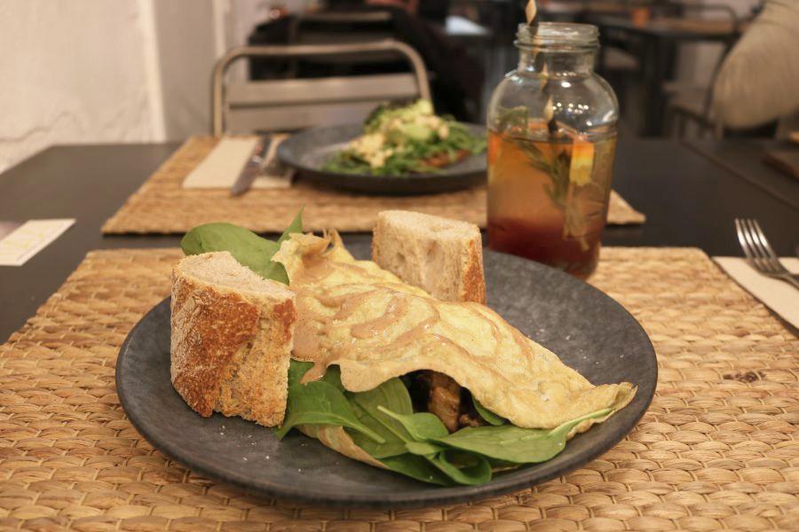 MAAI Un menú de mediodía 100% saludable, gourmet y asequible