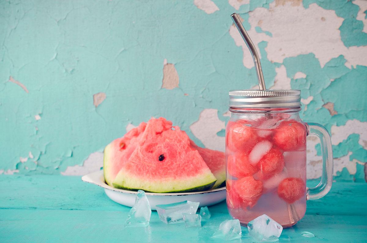 Agua con sandía para refrescarte en verano