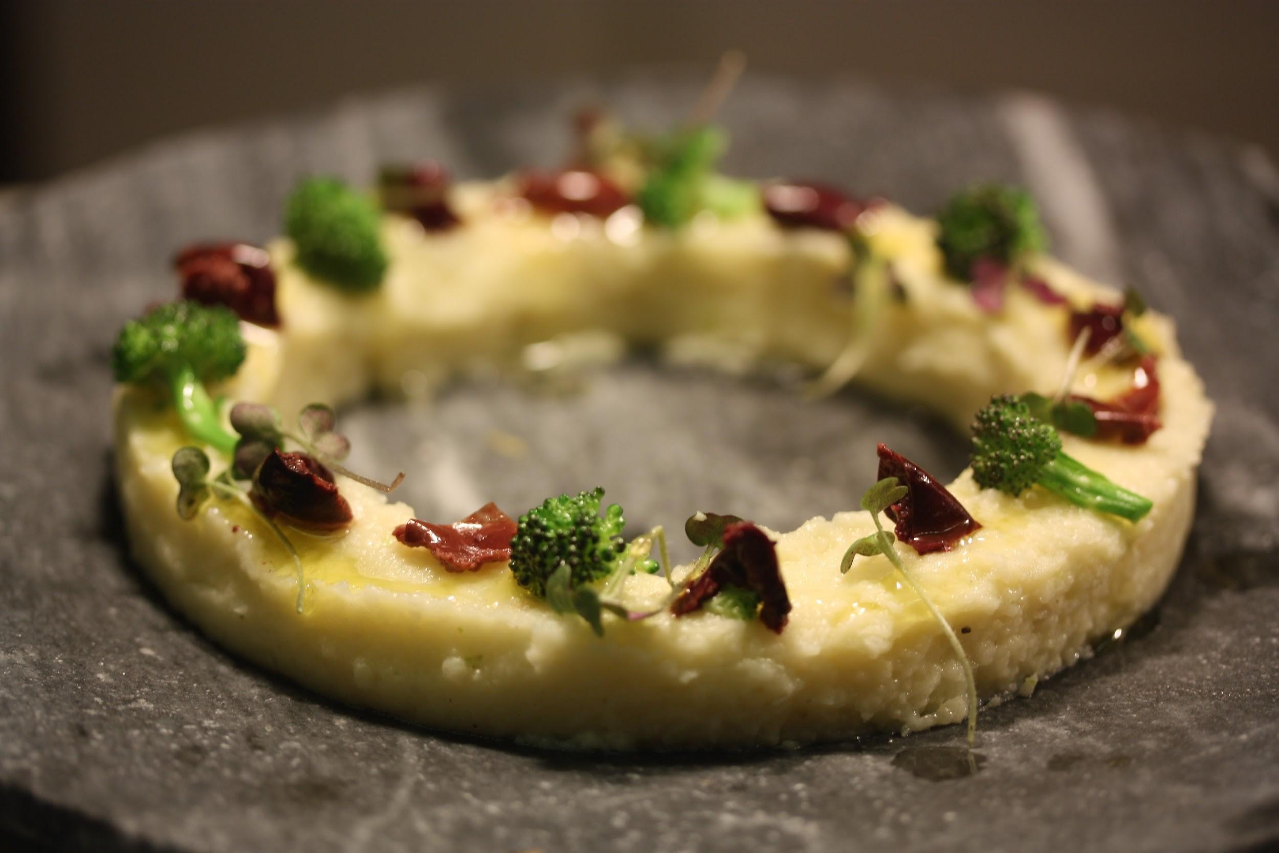 Brandada de coliflor con encurtidos y aceitunas