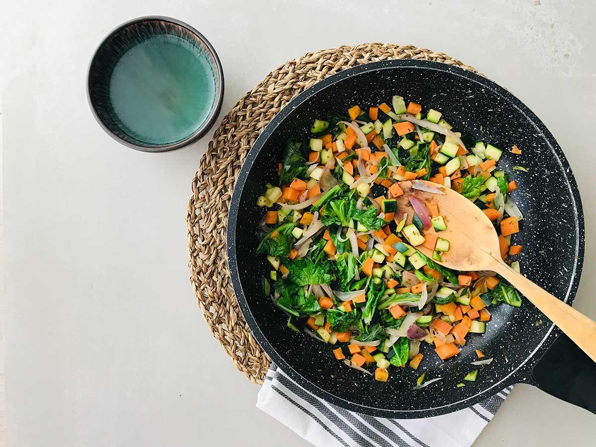 Crep de guisantes con verduras dulces y salsa de kéfir