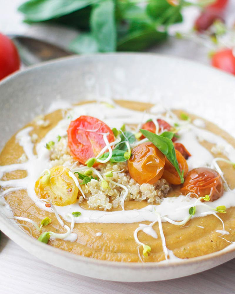 Sopa cremosa de tomates asados y lentejas rojas