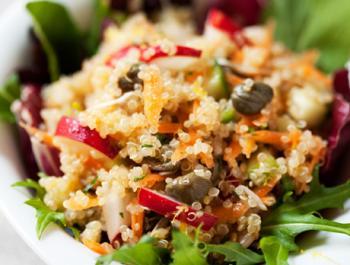 Ensalada crujiente de quinoa real y alcaparras