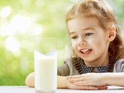 ¿Hay relación entre la leche de vaca y las alergias alimentarias?