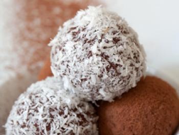 'Panellets' de almendra y cuscús con cacao y coco