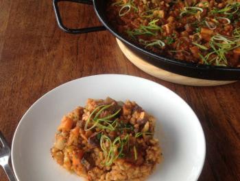 Arroz integral con verduras y tofu ahumado