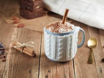 Chocolate caliente con nata de coco