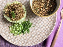 Ensalada detox de col china con crujiente dukkah sanador
