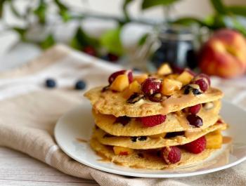 Crepes de garbanzos, arándanos y cerezas