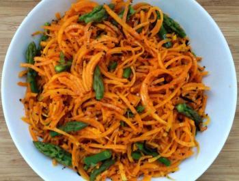 Espaguetis de calabaza con espárragos, una receta de otoño baja en histamina