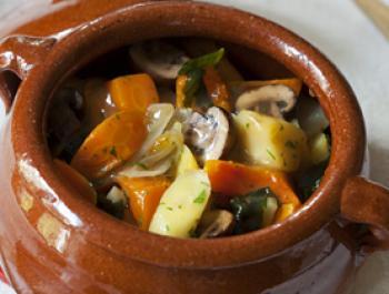 Estofado de verduras con seitán y setas