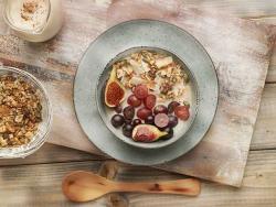 Granola sin cereal con fruta del tiempo