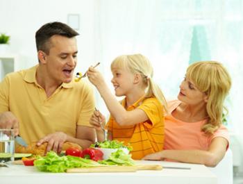Alimentos que no debes comer para cenar si quieres dormir bien