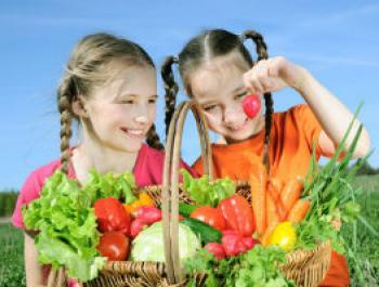 Mujeres a los 8 años por culpa de una mala alimentación
