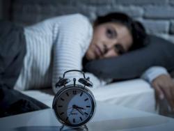 ¿Por qué dormir mal engorda?