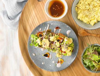 Migas cremosas de tofu
