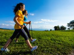 La marcha nórdica: ejercicio suave, moderado o intenso con grandes beneficios