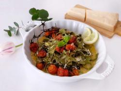 Tallarines con salsa carbonara vegetariana