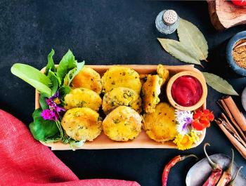 Deliciosos pastelillos hindús de patata prebiótica y kétchup antioxidante casero