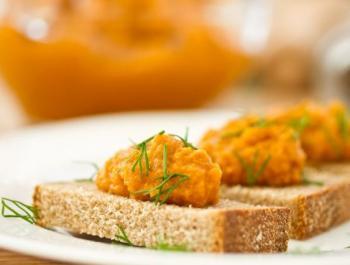 Alternativas al embutido procesado para acompañar las tostadas de la mañana