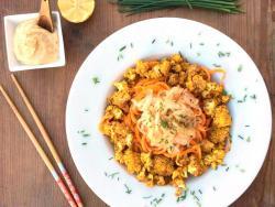 Coliflor garam masala con espaguetis de verduras