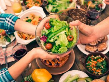 Cenar temprano reduce el riesgo de cáncer de mama y de próstata