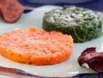 Tártaro de salmón y espinacas