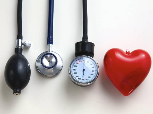 Lo que se considera presión arterial sistólica alta significa