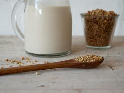Crujiente de trigo sarraceno germinado con coco y masala chai