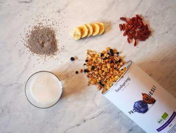 Yogur casero de chía con muesli proteico